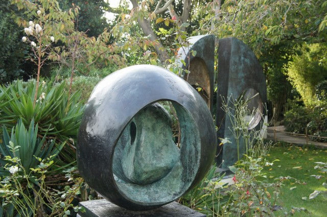 Barbara Hepworth - Sphere with Inner Form, 1963